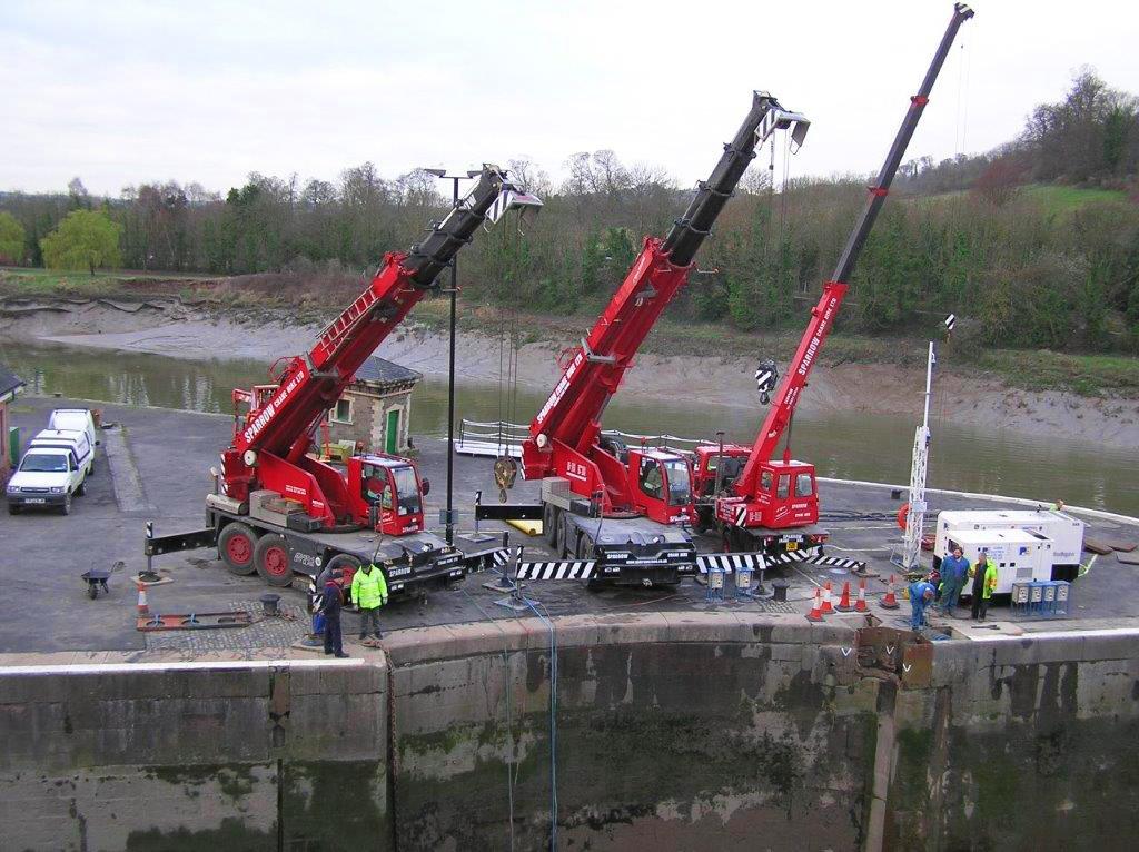 crane lift at locks river Avon