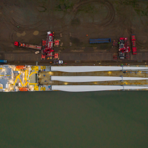 wind turbine crane lift off ship