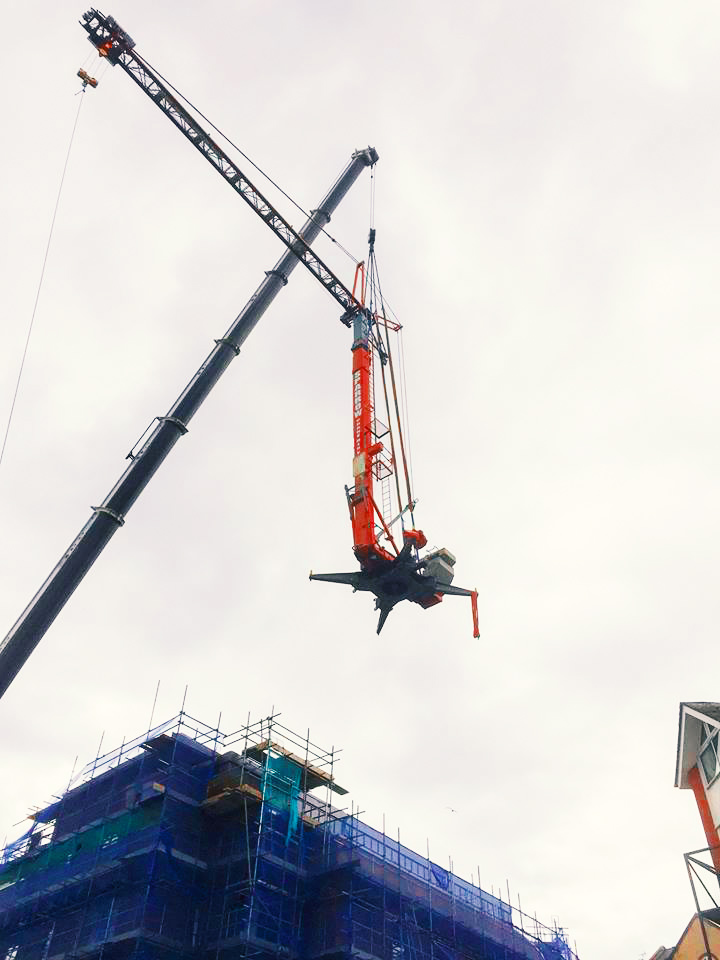spider crane lowered on to rooftop